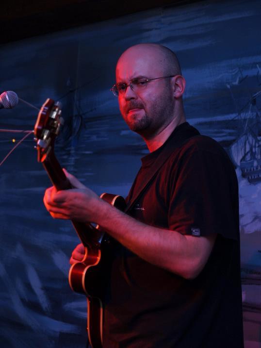 Krzysztof Kowalewski – gitara elektryczna